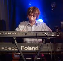 世田谷区三軒茶屋Miyakoda guitar schoolピアノ・キーボード担当講師のFumi
